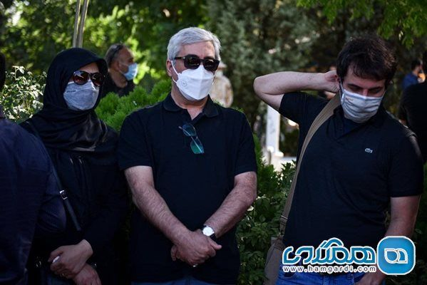 حضور ابراهیم حاتمی کیا و همسرش در تشییع جنازه دو خبرنگار جوان