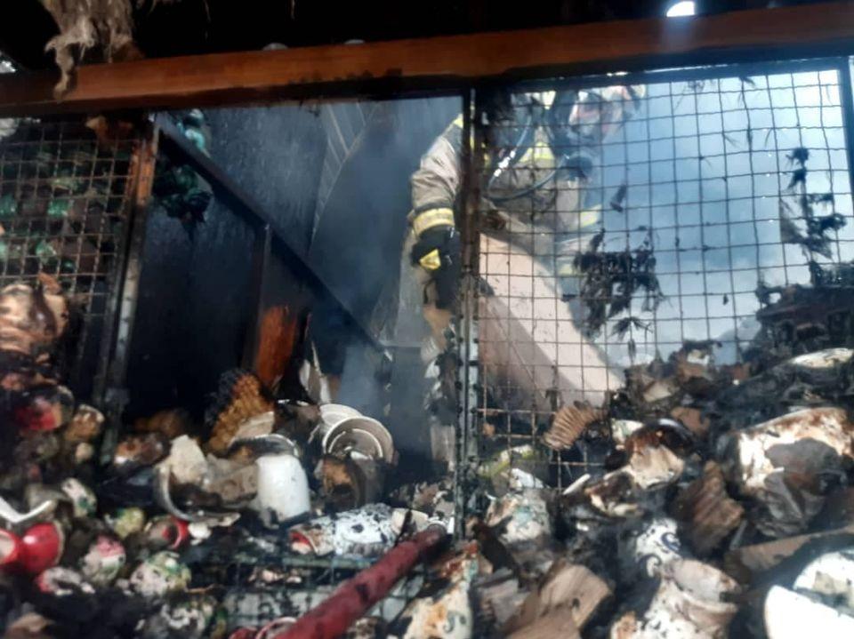 بازار گل محلاتی در آتش سوخت!